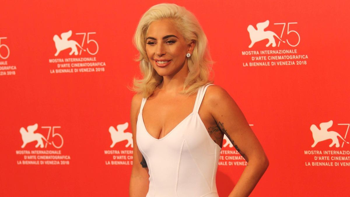 «У мамочки едет крыша»: Леди Гага с «кляпом» во рту вызвала переполох