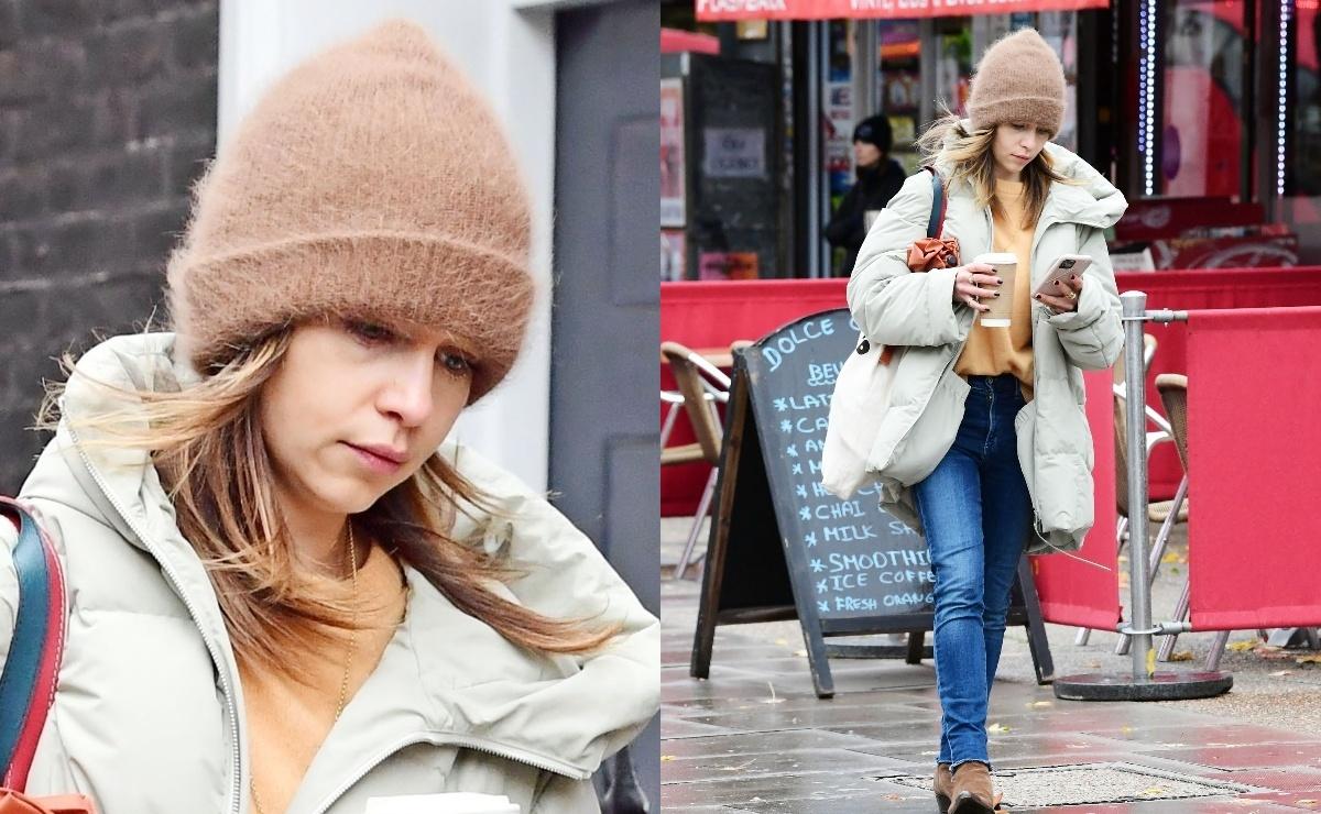 Не в настроении: Эмилию Кларк запечатлели на прогулке в Лондоне