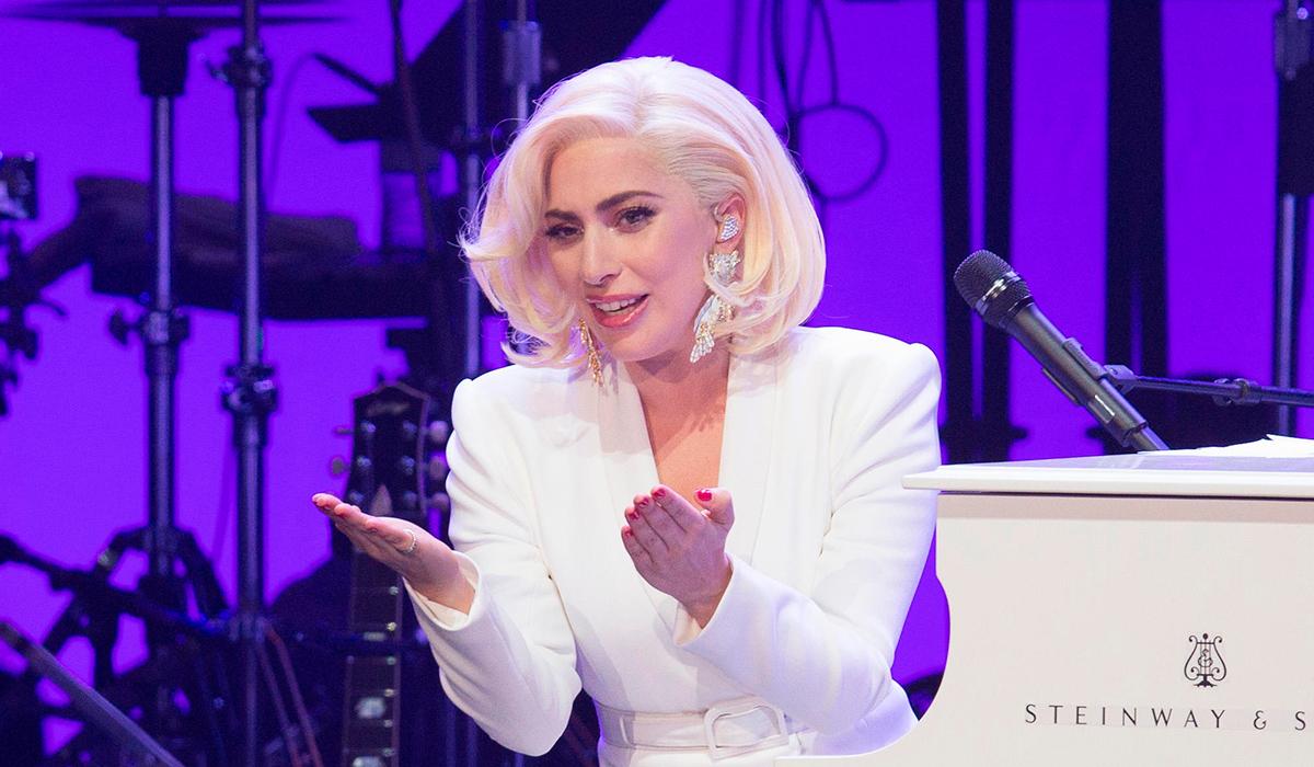 Больше ее самой: Леди Гага похвасталась букетом от бойфренда
