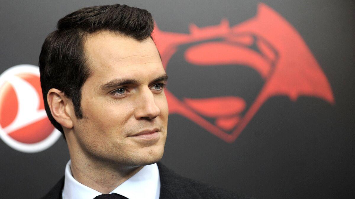 Генри Кавилл напрягся: Супермену официально сменили ориентацию