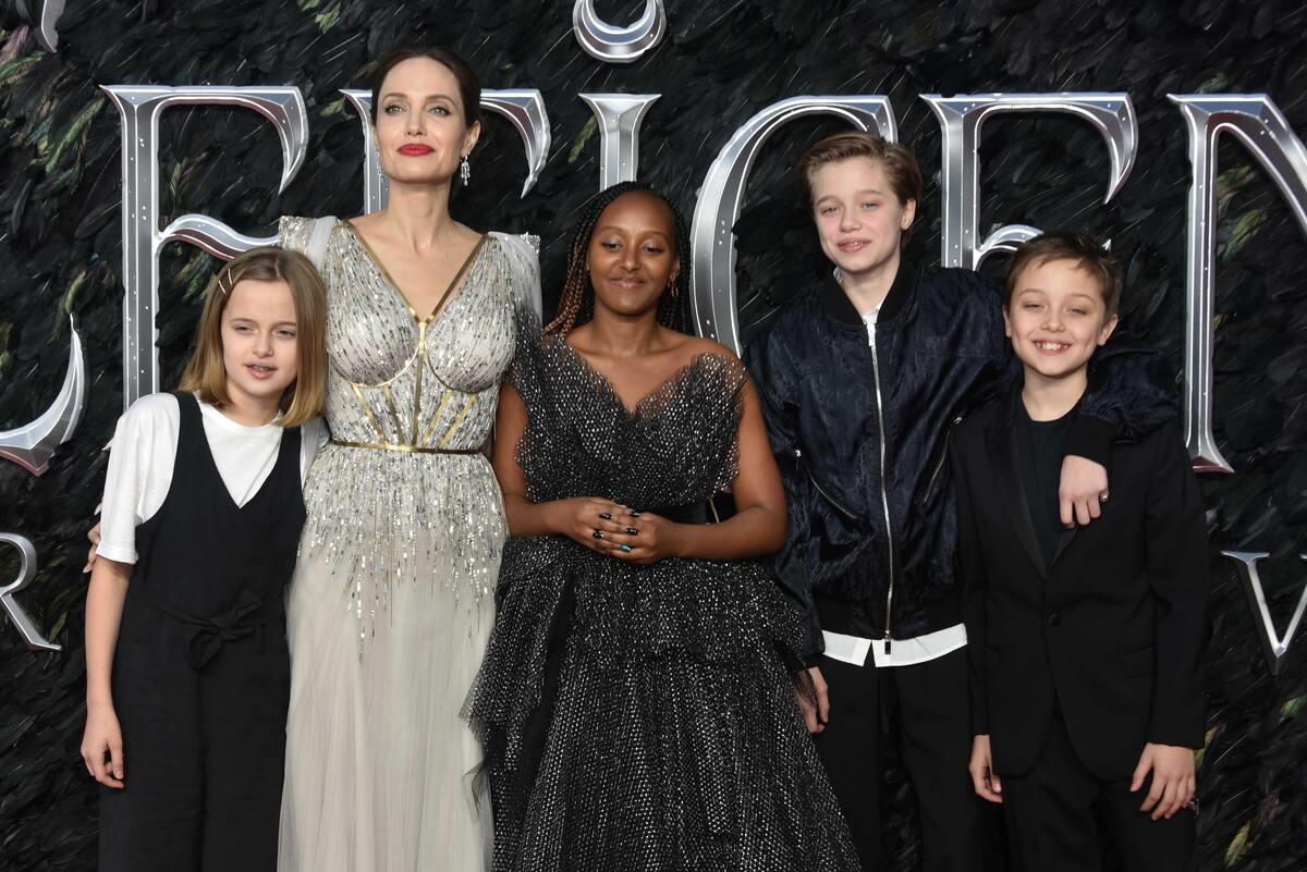 «Малефисента: Владычица тьмы»: звезды и гости на красной дорожке премьеры