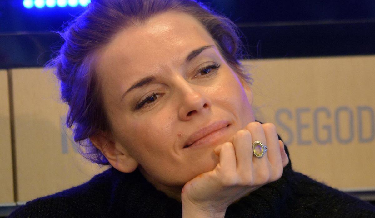 «Бесстыжая»: 43-летнюю Любовь Толкалину раскритиковали за откровенное фото в белье