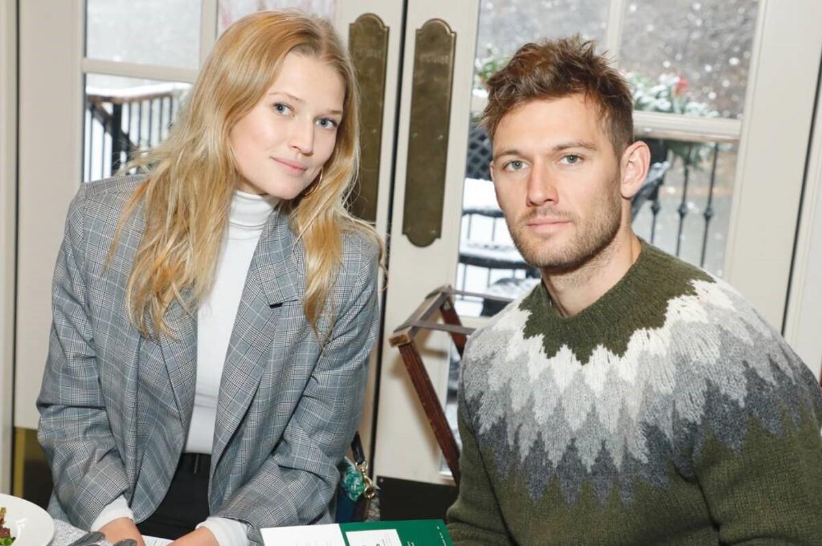 Алекс Петтифер и модель Тони Гаррн поженились
