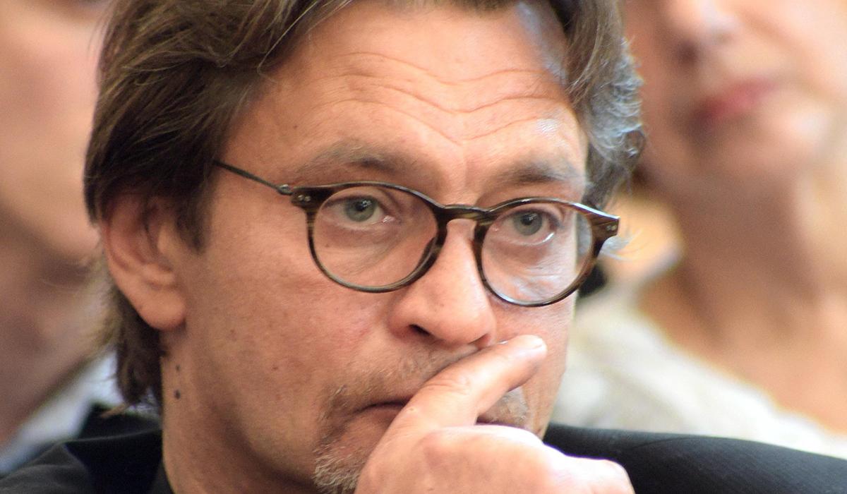 «Его довели»: Александр Домогаров высказался о причинах смерти Армена Джигарханяна