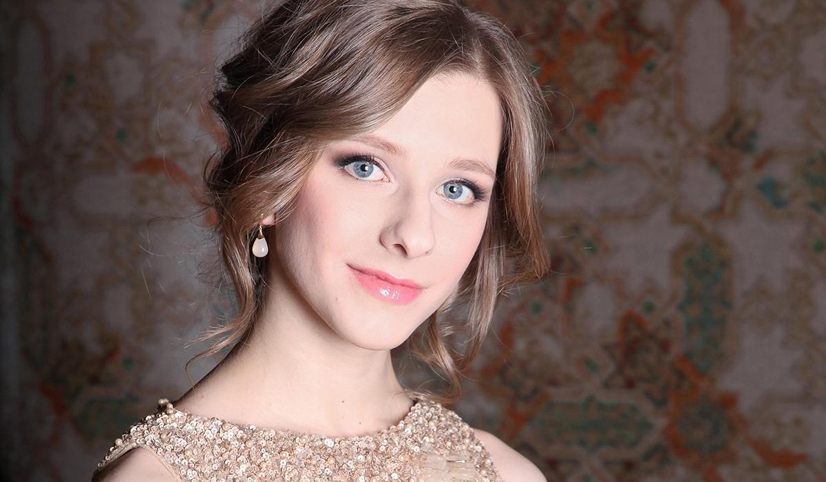 «Естественная красота»: Лиза Арзамасова с нежным макияжем очаровала фанатов