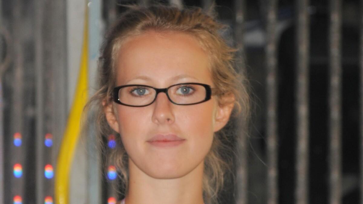 «Поза плебейская»: фото Собчак в «голом» платье раздраконили Сеть