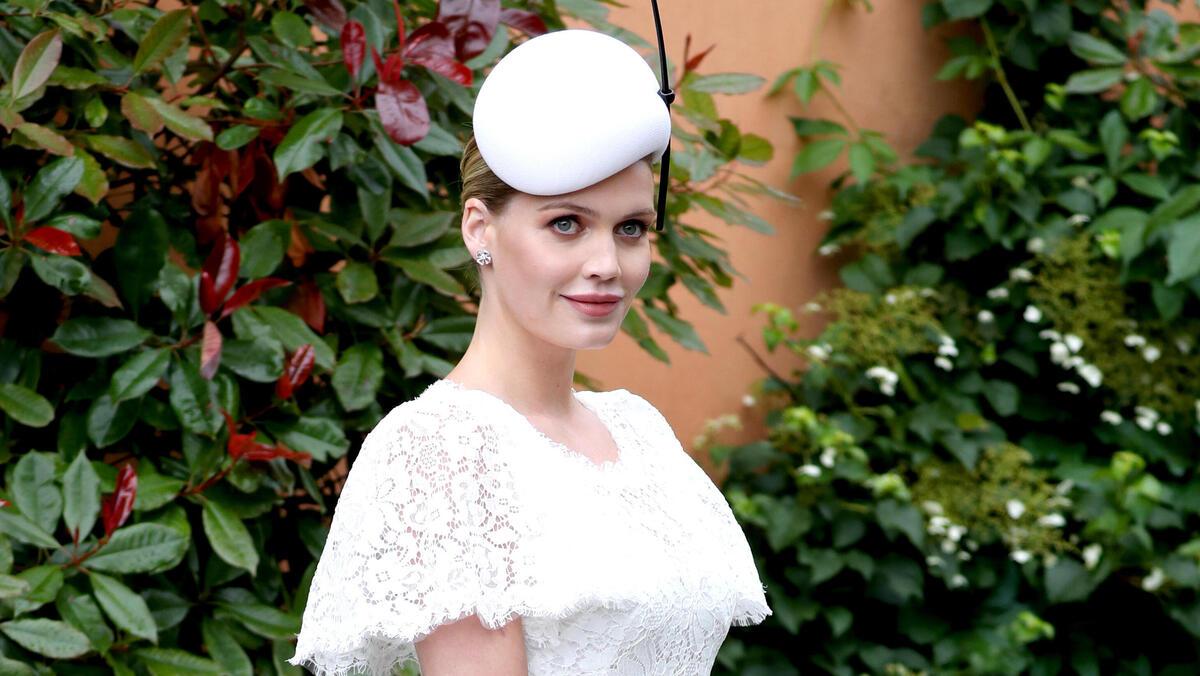 За миллионы долларов: племянница принцессы Дианы вышла замуж в фееричном образе