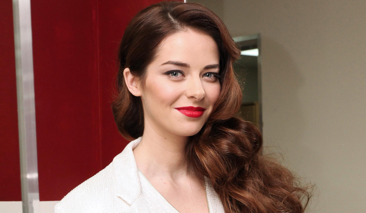 «Самая красивая актриса России»: Марина Александрова в платье-сетке блеснула на ММКФ