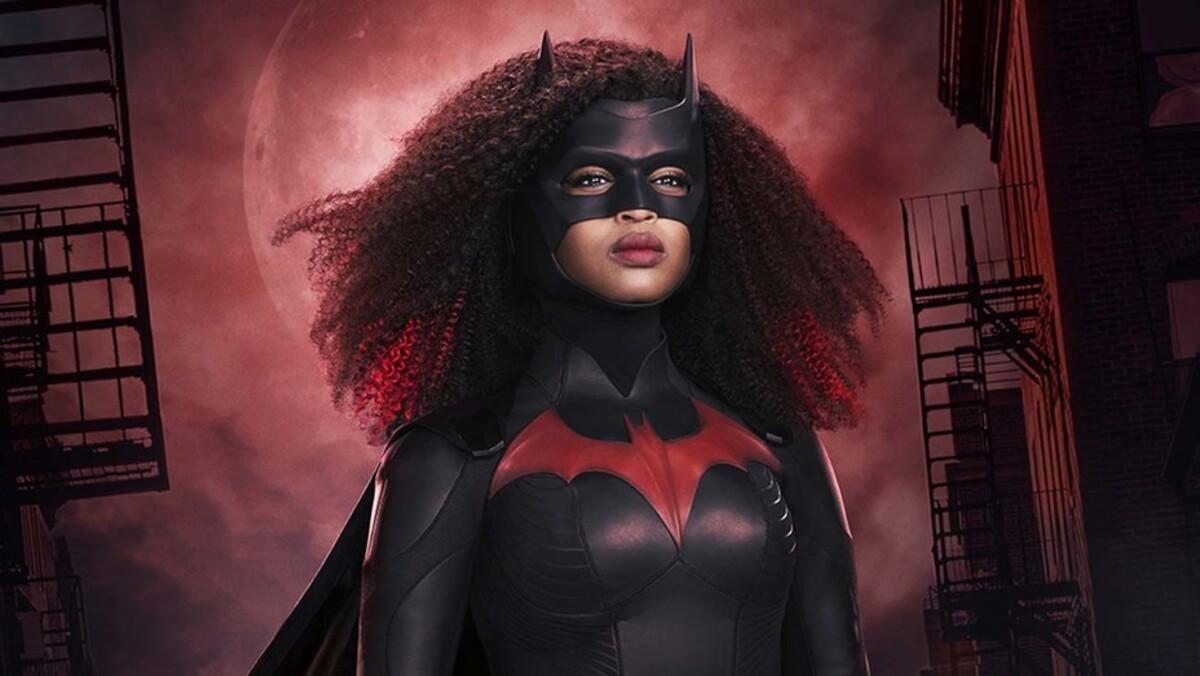 Создатели 2 сезона «Бэтвумен» представили первые кадры с чернокожей героиней