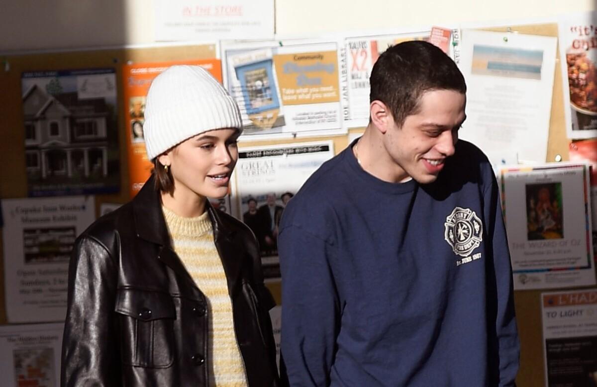 Фото: Кайя Гербер и Пит Дэвидсон на прогулке после слухов о сводничестве Синди Кроуфорд