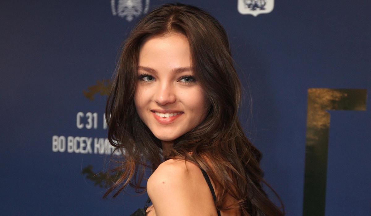 «Какой красивый бюст!»: Алеся Кафельникова показала дерзкое топлес-фото с самолетом
