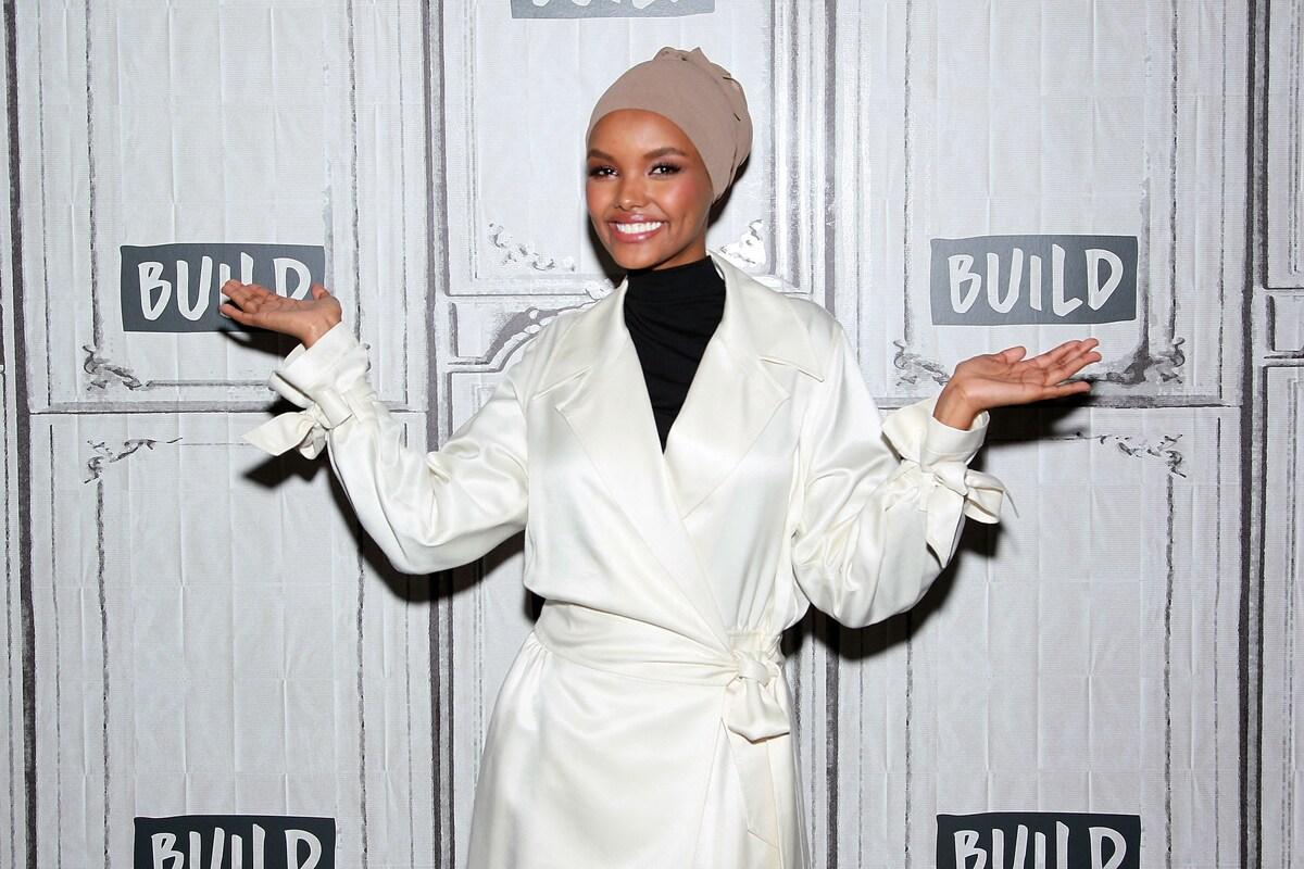 «Мама давно просила бросить работу»: первая модель Vogue в хиджабе завершила карьеру