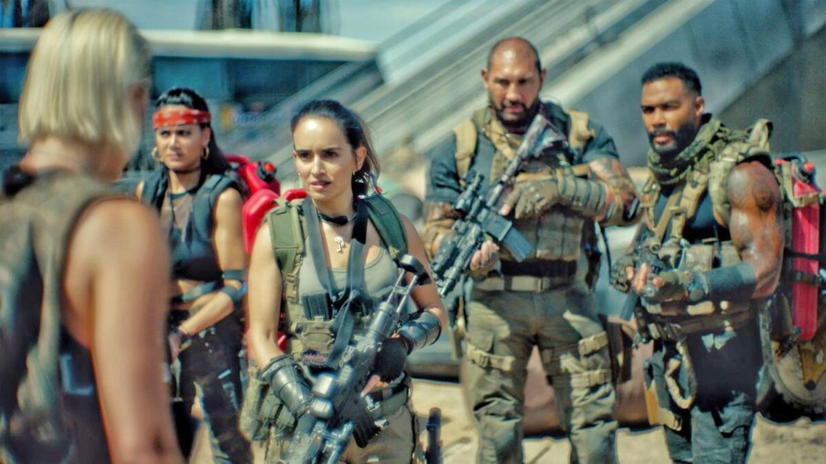 Зак Снайдер «ломает» телевизоры: зрителей напугали «битые» пиксели в «Армии мертвецов»