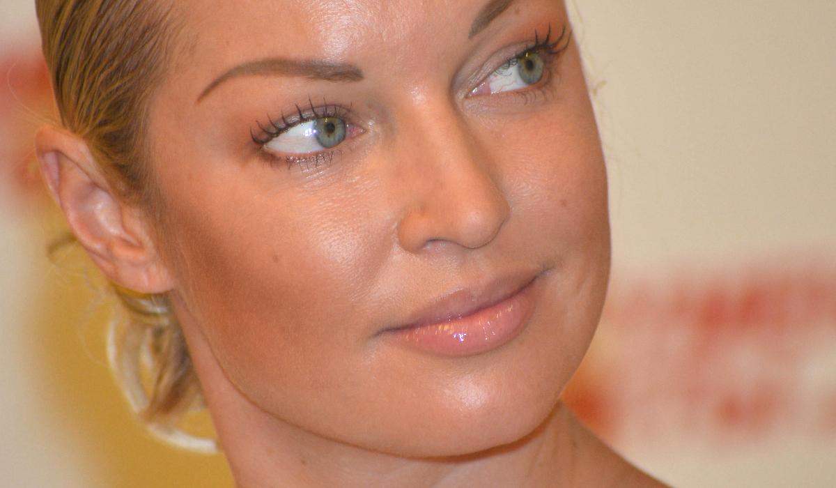 «Я выпила тебя до дна»: Анастасия Волочкова начала карьеру певицы