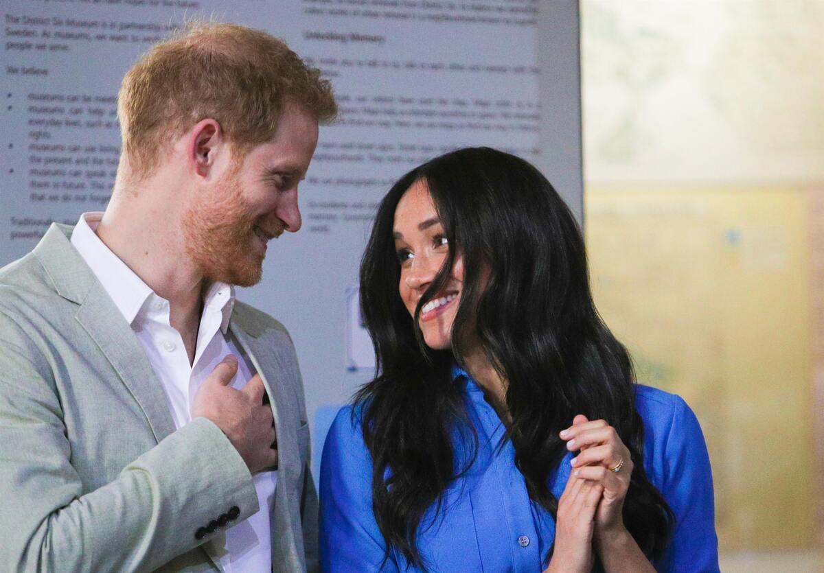 Принц Гарри ждет от семьи извинений перед Меган Маркл: «Он не отступит»