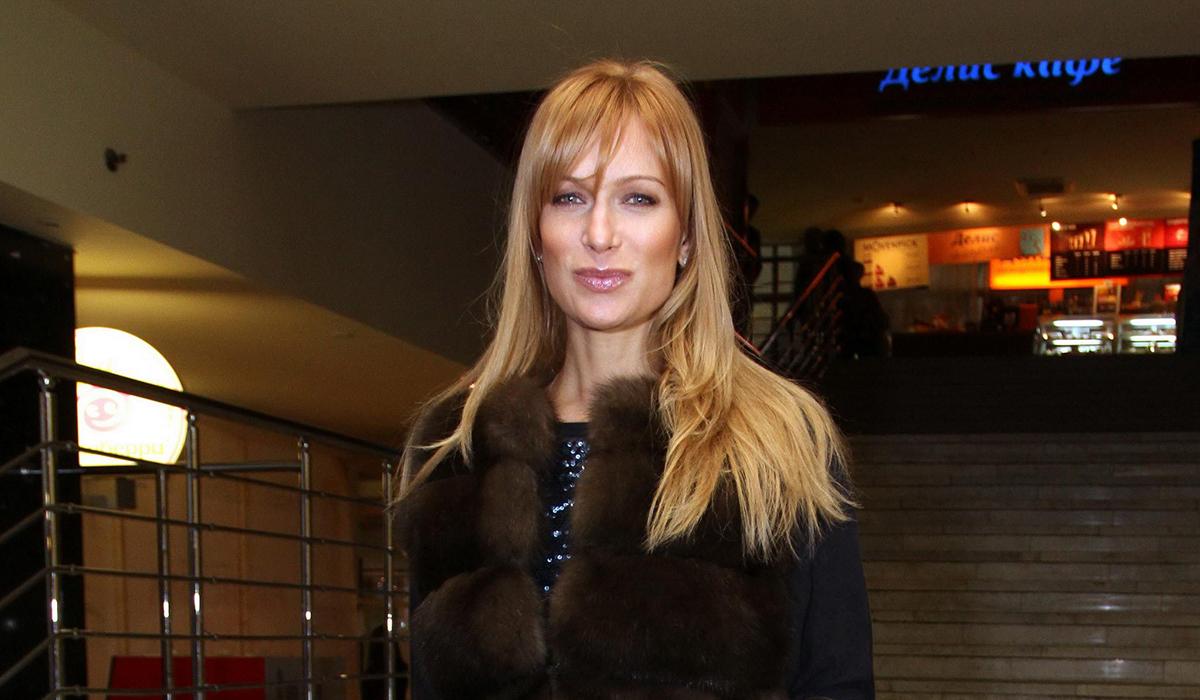 Лайфхак: Олеся Судзиловская показала, как сделать ноги идеальными лаком для волос