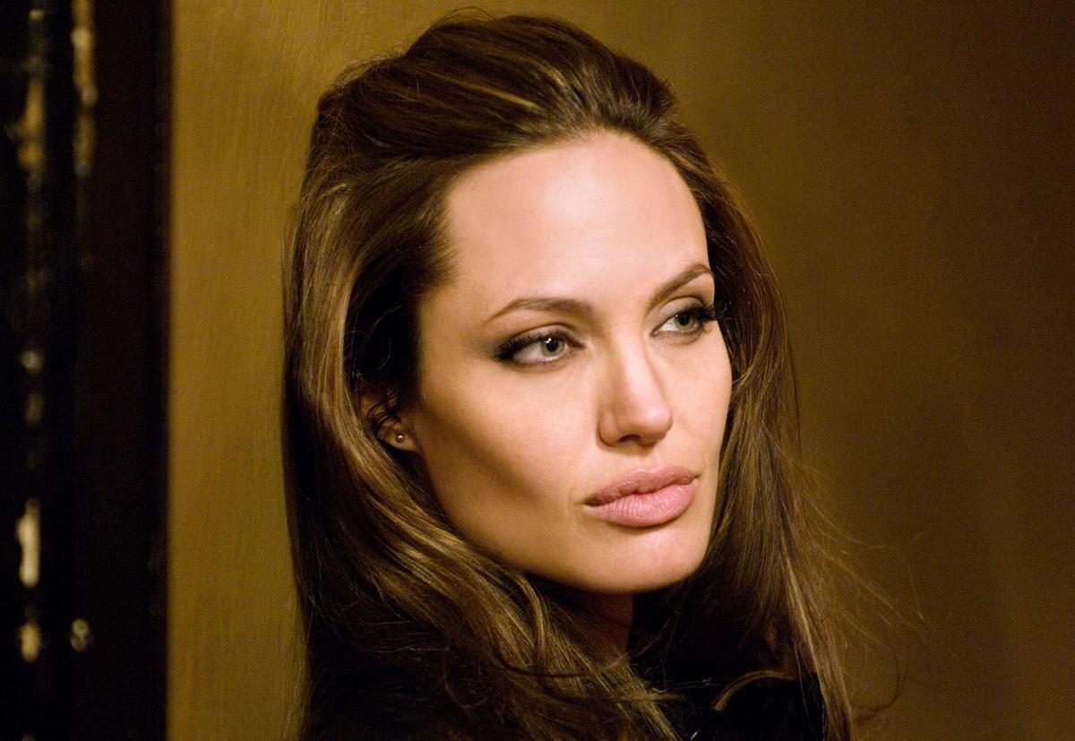 «Работа лечит»: Анджелина Джоли призналась, что исцелилась после развода