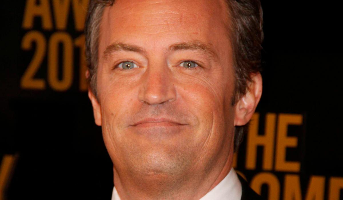 Мэттью Перри показал и удалил фото со съемок спецэпизода «Друзей»