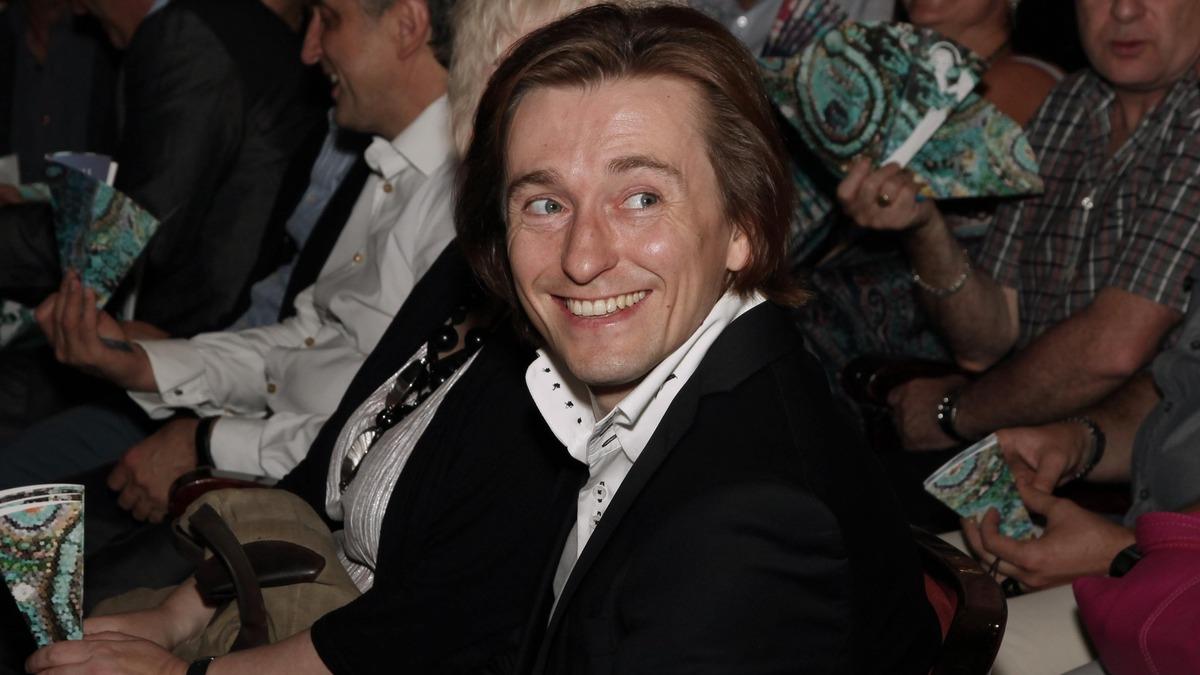 «Хорошо, что Станиславский не дожил»: Безруков публично высмеял Бузову после дебюта в театре