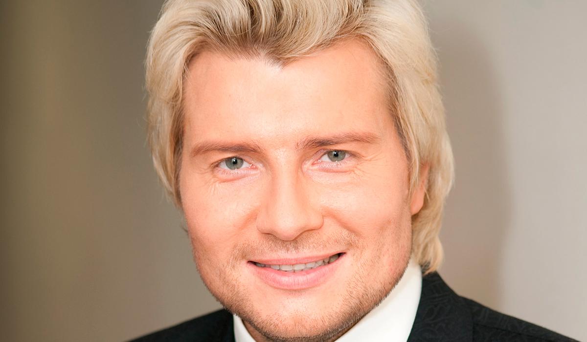 «Как младший брат. Очень похожи»: в новом клипе Николая Баскова обнаружился его «двойник»