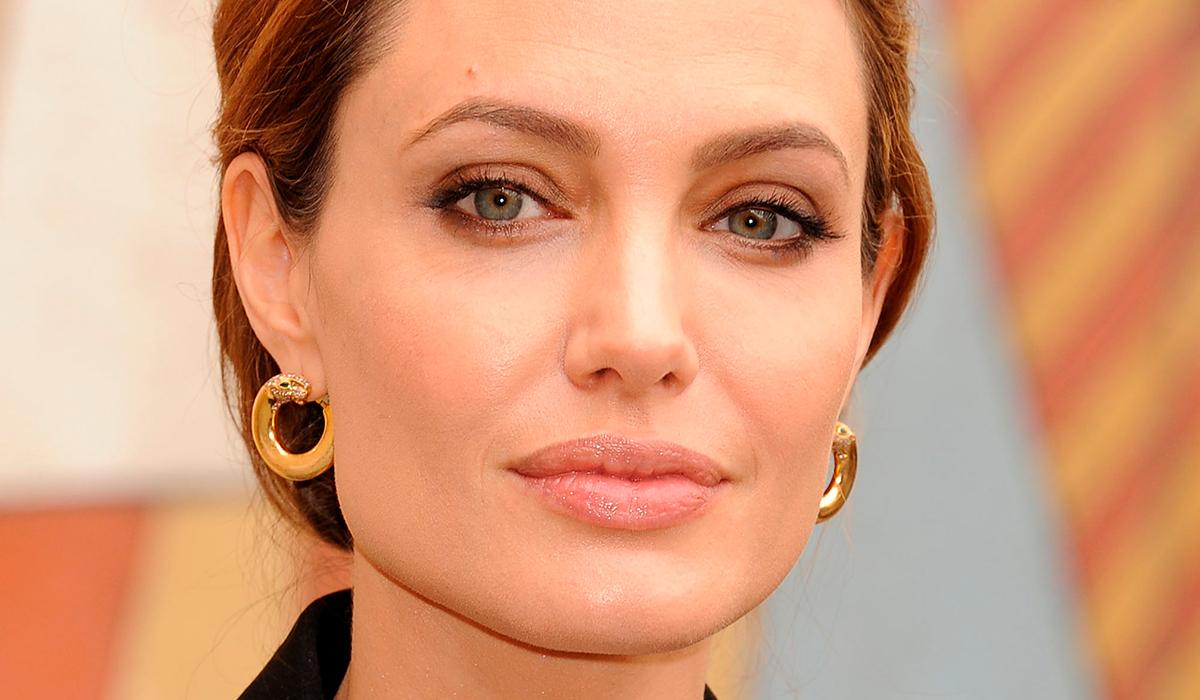 Анджелина Джоли борется за жизнь в трейлере «Тех, кто желает мне смерти»