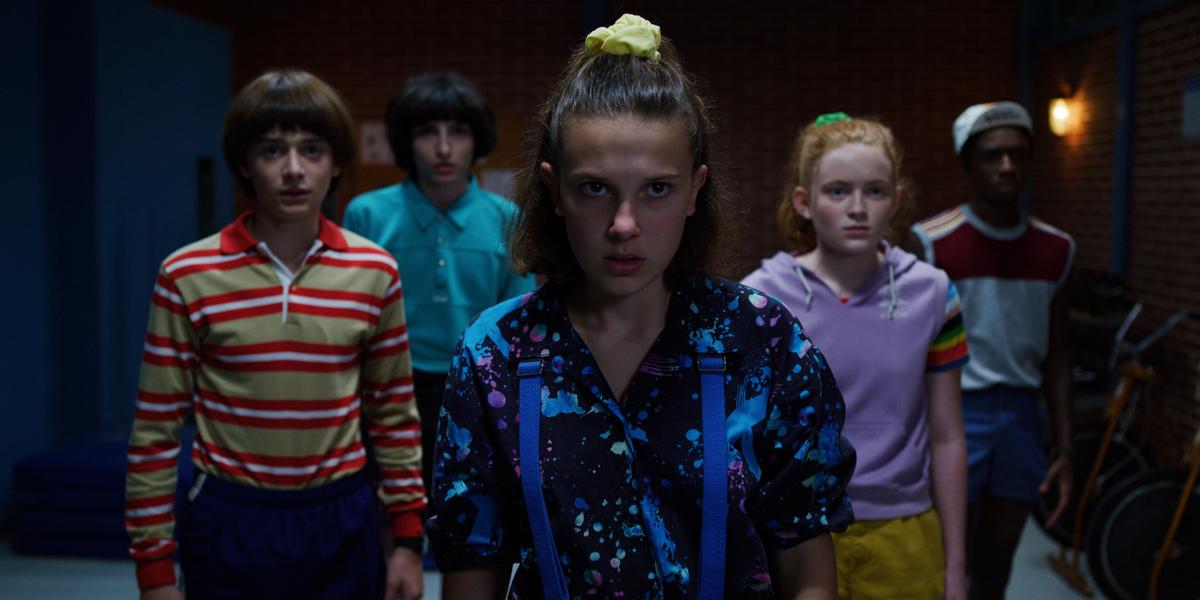 В сети появилась новая подборка фото со съемочной площадки четвертого сезона «Очень странных дел»