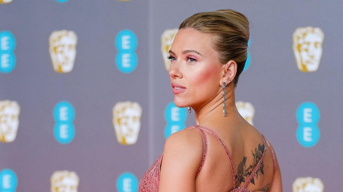 «Мы очень много шепчемся»: замужняя Скарлетт Йоханссон призналась в чувствах к Крису Эвансу