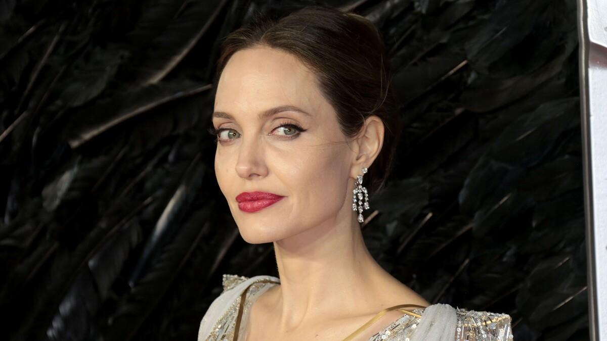 Повторяет за Джей Ло: Анджелина Джоли разжигает слухи о романе с бывшим