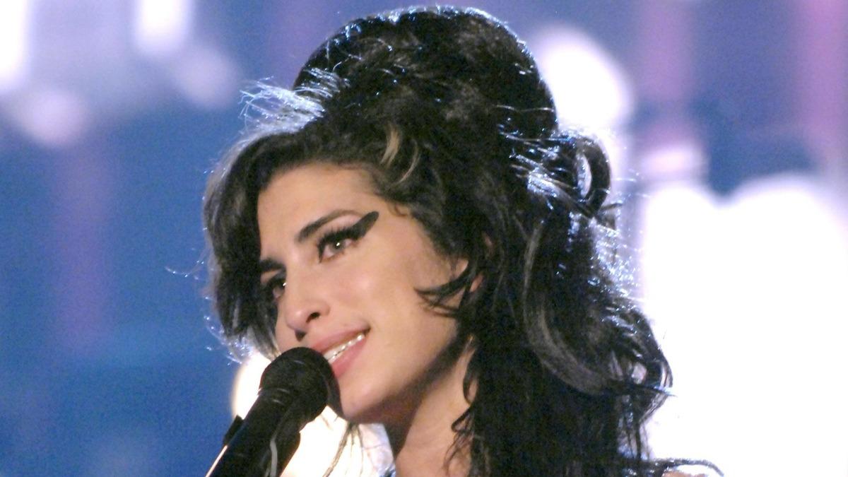 «Это было все, что я хотел сделать для нее»: друг Эми Уайнхаус назвал истинных виновников смерти певицы