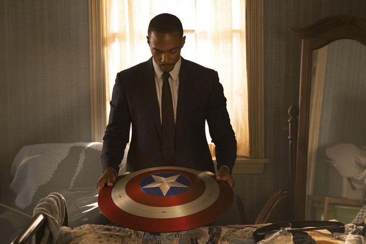 Звезда «Сокола и Зимнего Солдата» уверена «на 1000%», что зрители готовы к черному Капитану Америке