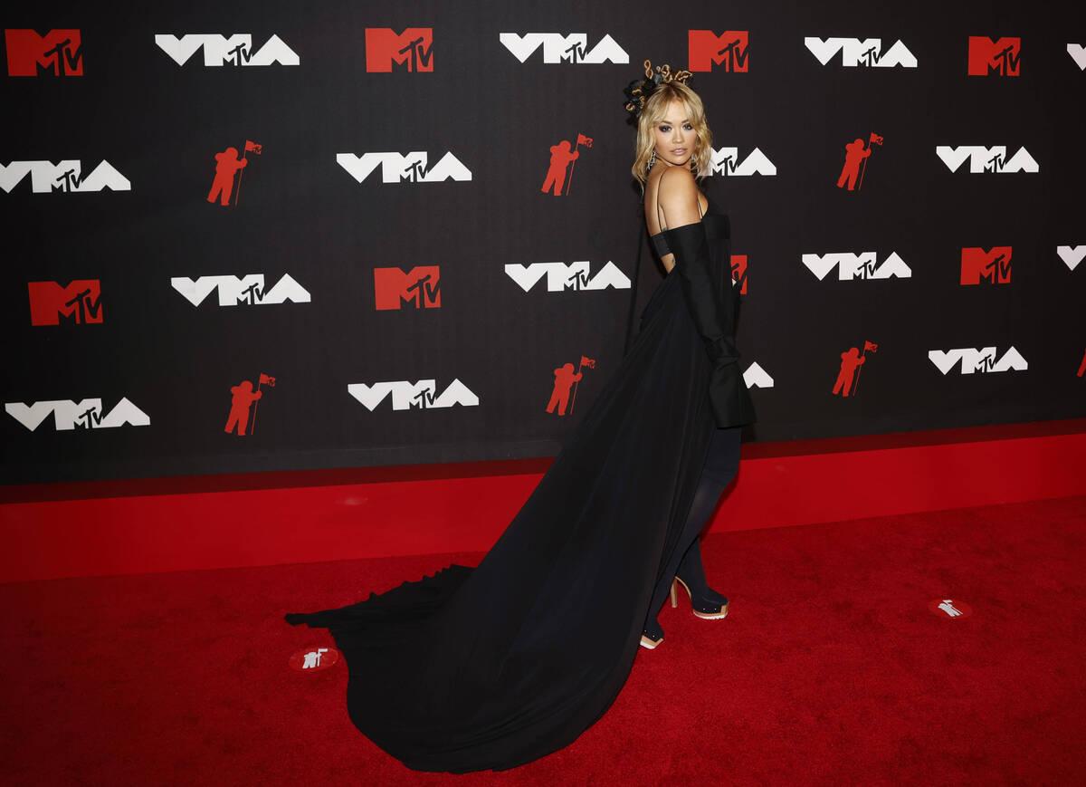 Голые и не очень: самые безумные образы с вручения MTV VMA 2021