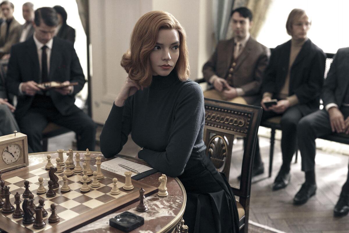 Звезда «Хода королевы» пошутила, что сделала шахматы «сексуальными»