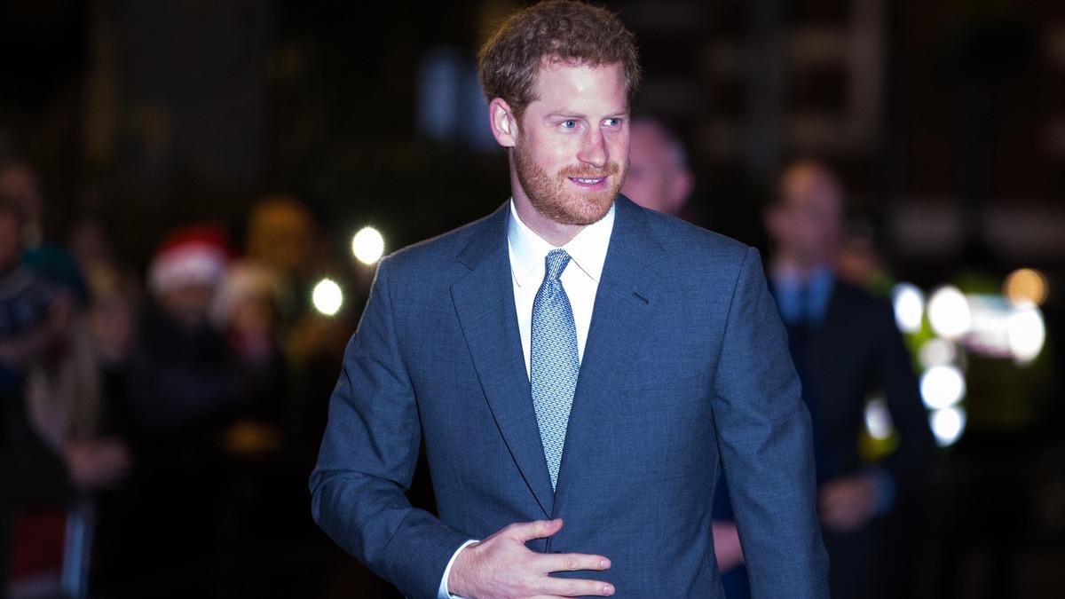 Пришлось применять силу: полиция нагрянула в особняк принца Гарри