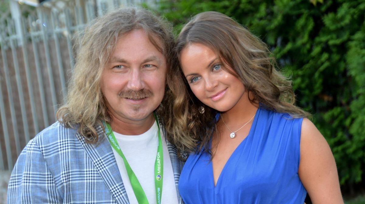 Без прикрас: молодая жена Николаева показала несовершенства фигуры в бикини