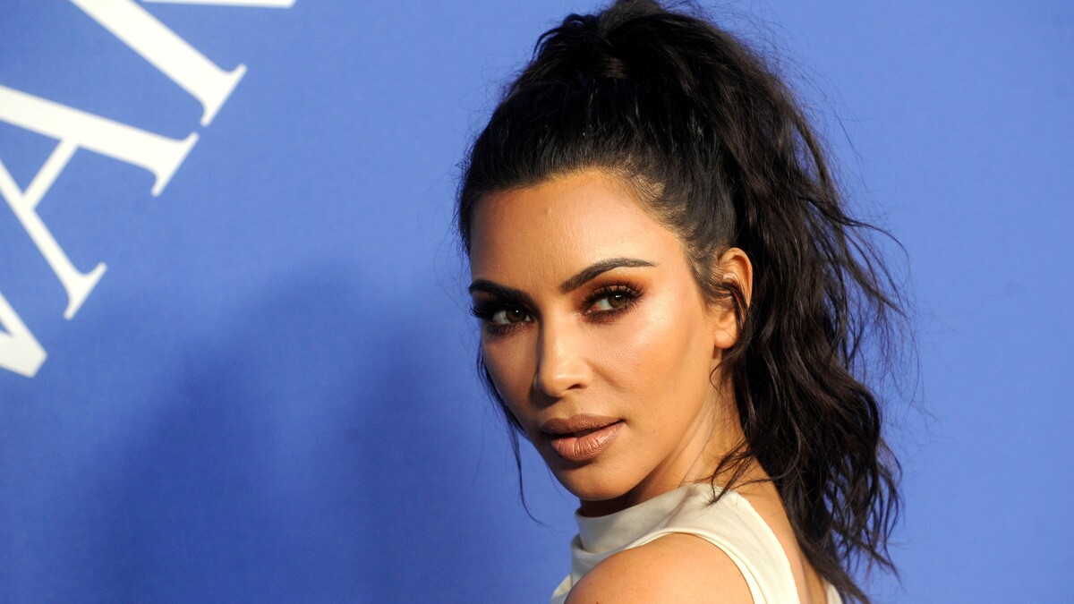 «Юная и свежая»: Ким Кардашьян показала себя в бикини 20 лет назад