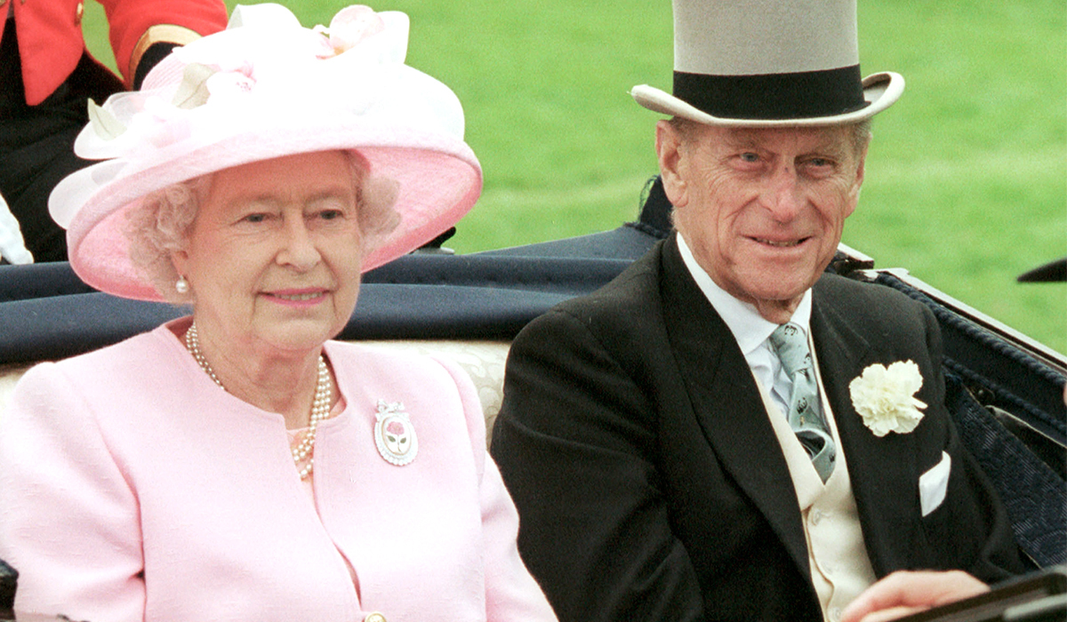 Милота: принц Джордж и принцесса Шарлотта поздравили бабушку и дедушку с годовщиной свадьбы