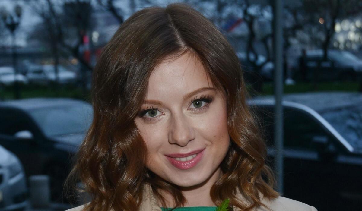«Муж сначала был против»: Юлия Савичева похвасталась, что дочь растет певицей
