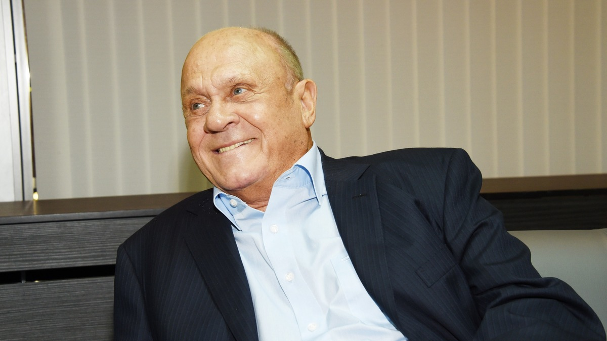 «Не дедушка»: внук Меньшова сделал сенсационное признание на похоронах