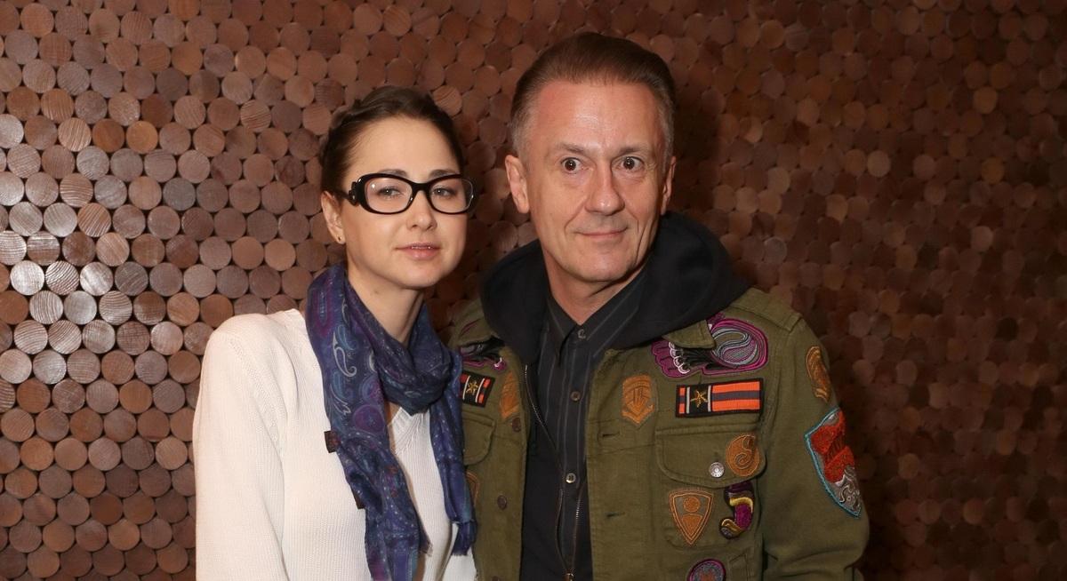 «О чем ей беспокоиться»: Меньшиков признался, как помешал карьере жены в кино