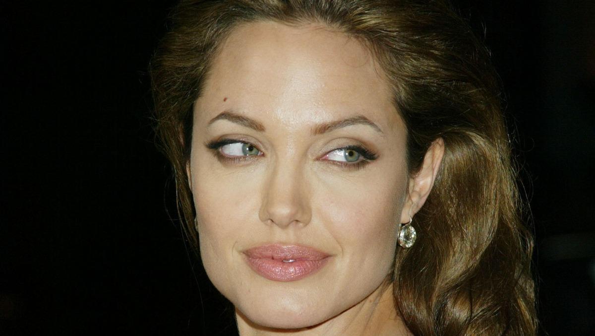Чужие дети: Джоли обвиняют в краже собственного сына