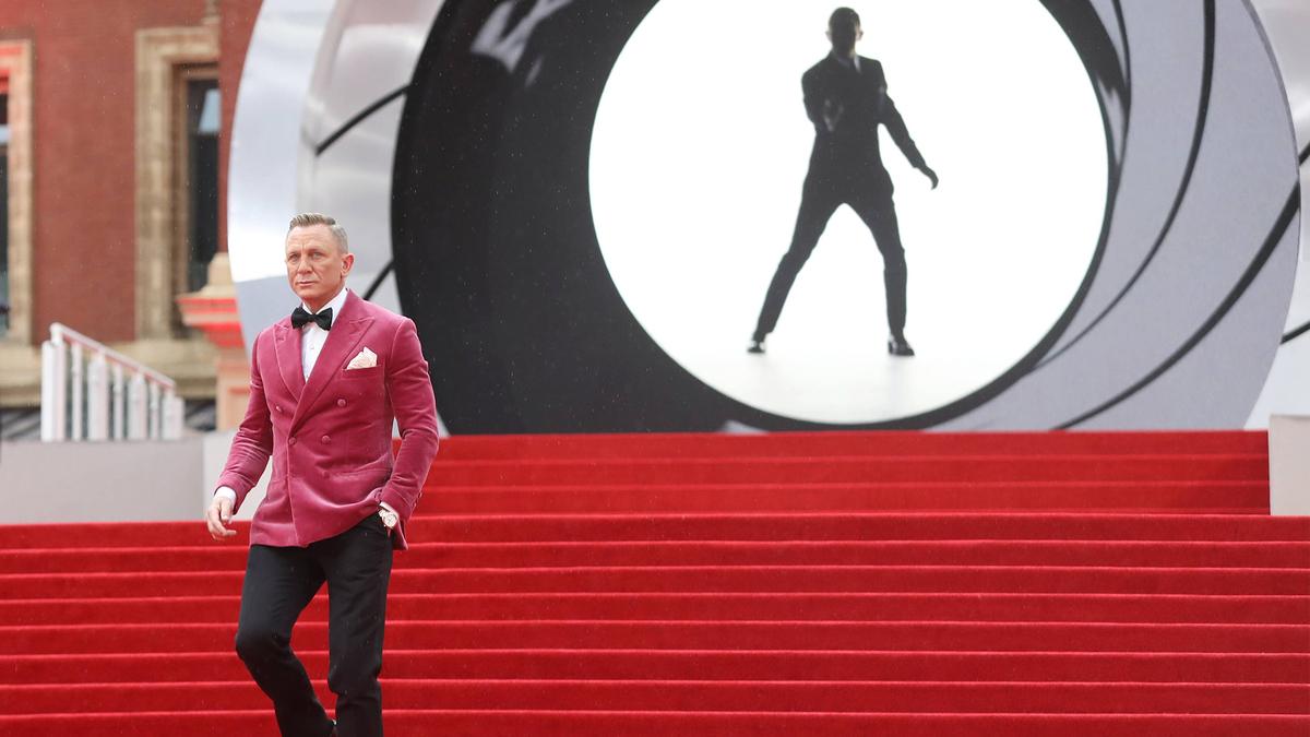 Зато не женщина: нового Джеймса Бонда предложили сыграть ЛГБТ-актеру