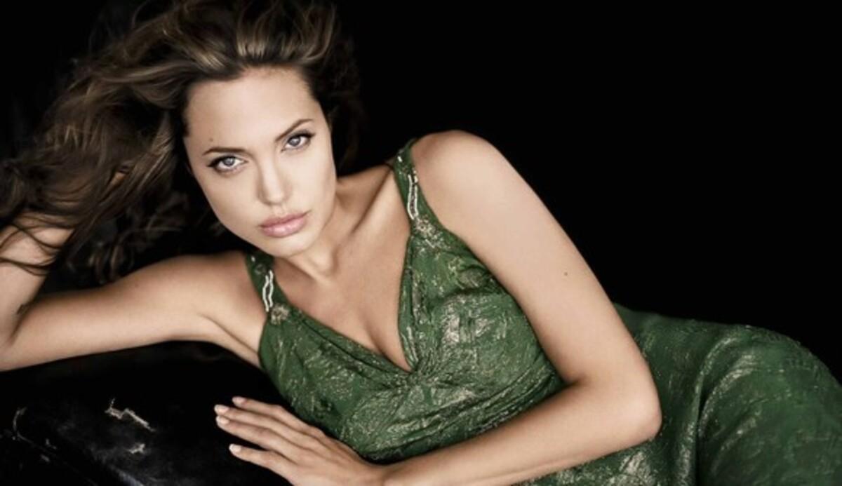 """Джеймс Камерон подтвердил слухи о """"Клеопатре"""" с участием Анджелины Джоли"""