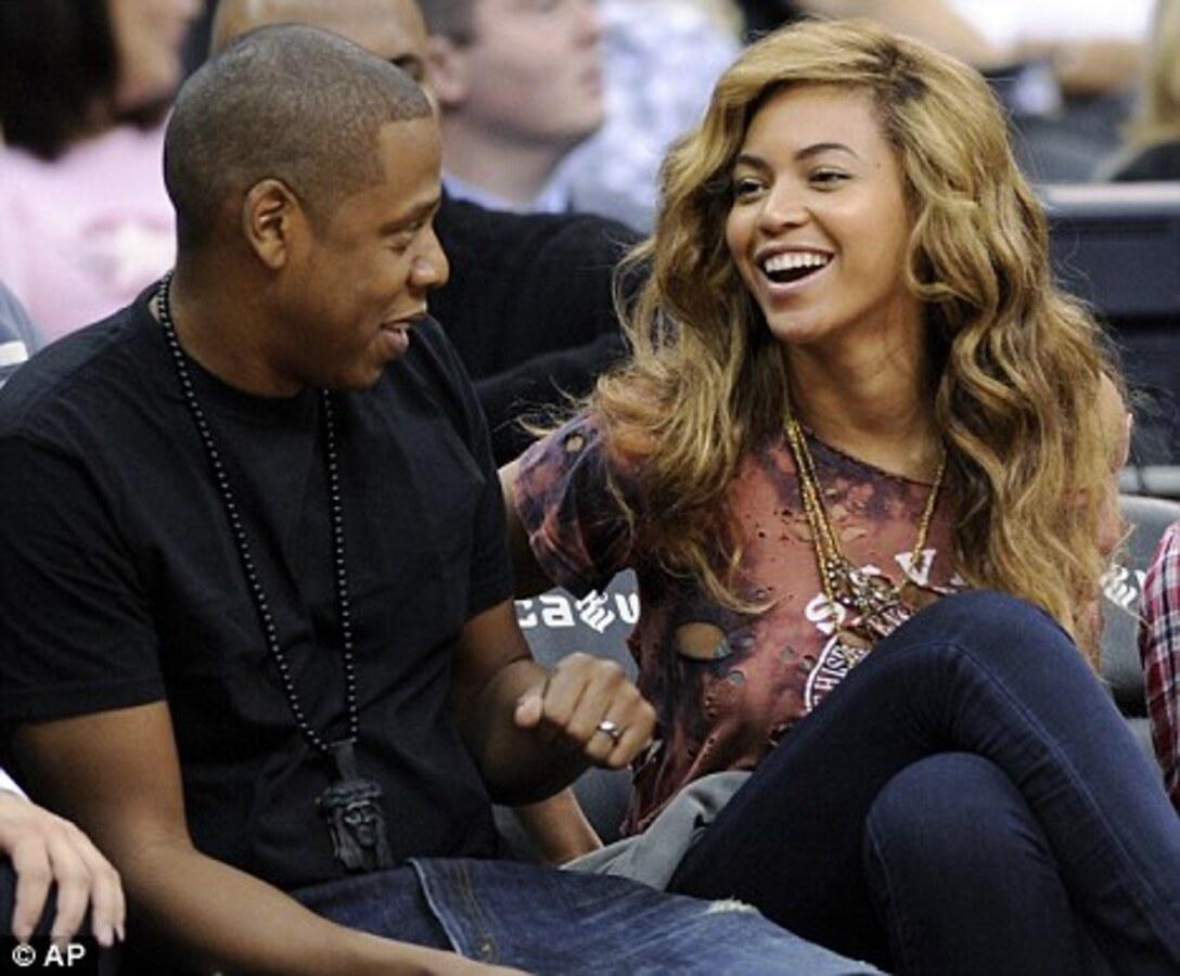 Бейонсе с мужем на матче New Jersey Nets