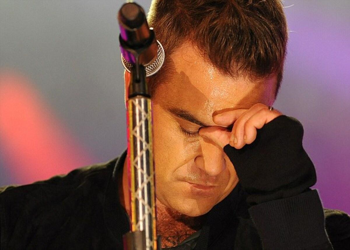 Робби Уильямс забыл слова песни на концерте