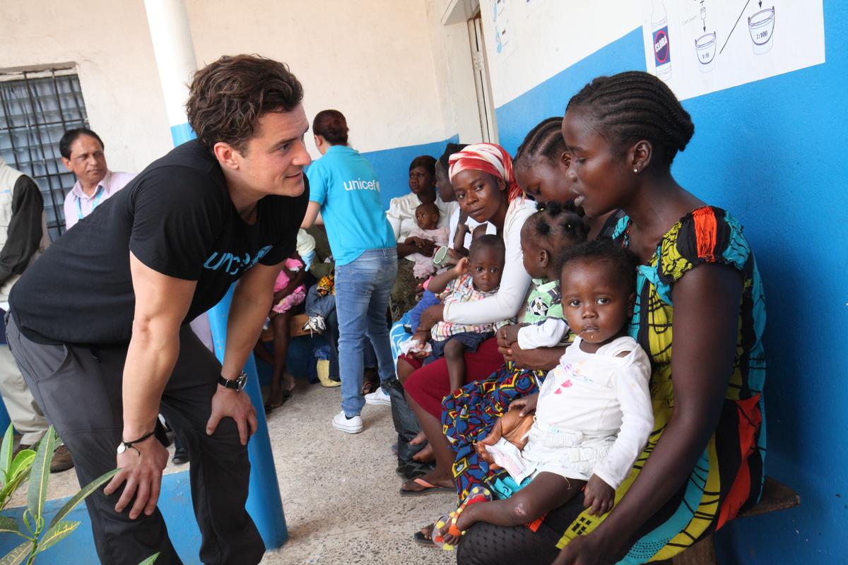 Орландо Блум побывал в Либерии с благотворительным визитом