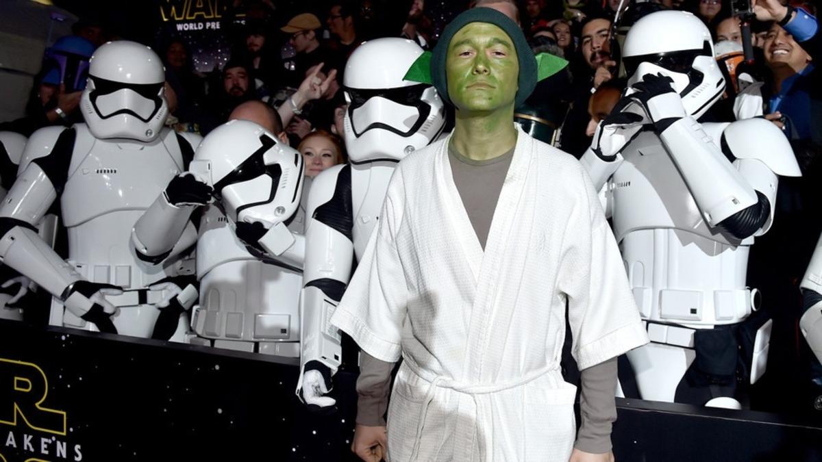 Джозеф Гордон-Левитт переоделся в магистра Йоду на премьере «Звездных войн»