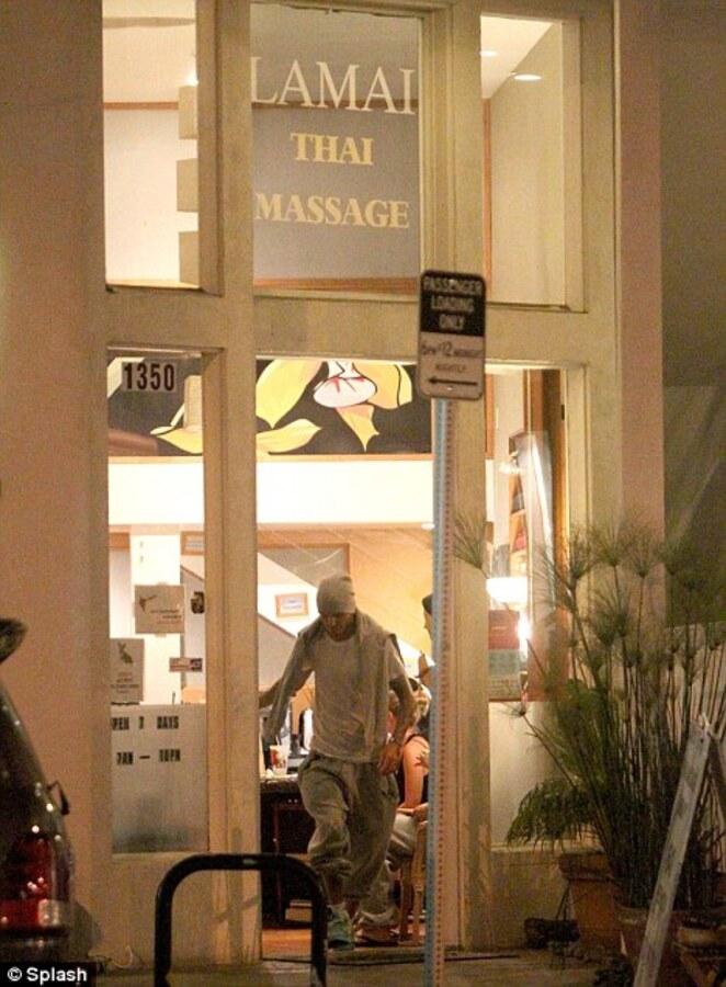 Дэвид Бэкхем по ночам ходит в массажный салон