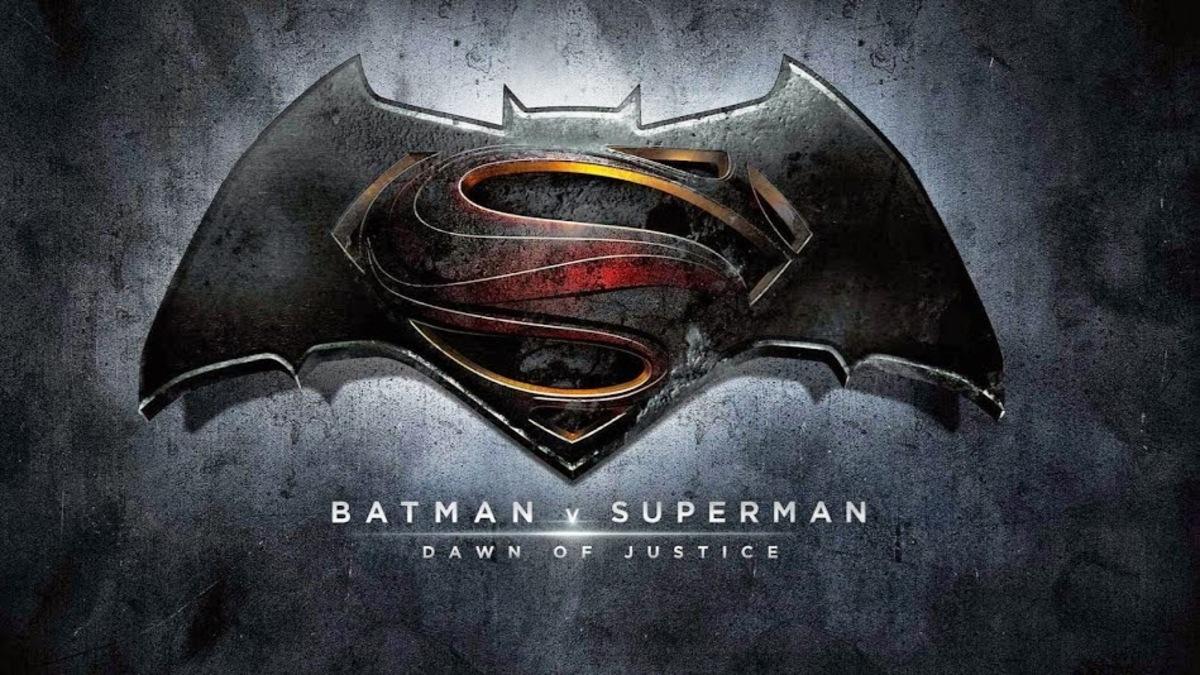 """Дублированный трейлер фильма """"Бэтмен против Супермена: На заре справедливости"""""""