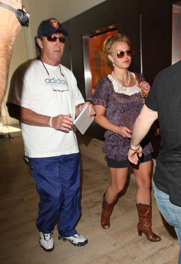 Бритни Спирс покупает отцу ресторан