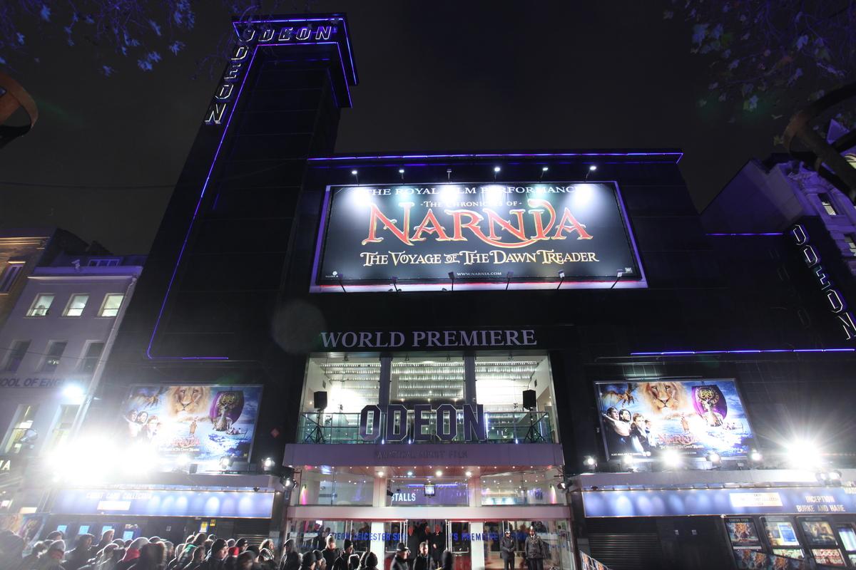 """Премьера фильма """"Хроники Нарнии: Покоритель зари"""" в Великобритании"""